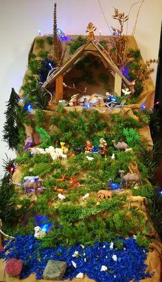 pesebre de oficina #DecoracionesdeNavidad,NavidadenCasa Christmas Crib Ideas, Christmas Manger, Easy Christmas Decorations, Christmas Table Settings, Simple Christmas, Christmas Lights, Christmas Time, Holiday Decor, Merry Christmas
