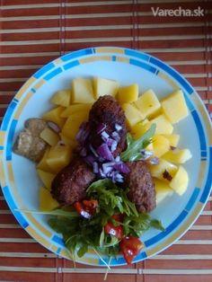 Mleté mäso je vďačné na prípravu rôznych jedál, ktoré máme radi a sú tradičné  pre našu rodinu, už sa teším na leto ako si navaríme  plnenú papriku, kapustu, kel, zemiaky. Dnes ma inšpirovala balkánska kuchyňa a ich čevapčiči, kde ho pripravujú z jahňaciny alebo baranieho mäsa.  My si pochutnáme na čevapčiči z hovädzieho a bravčového mäsa.