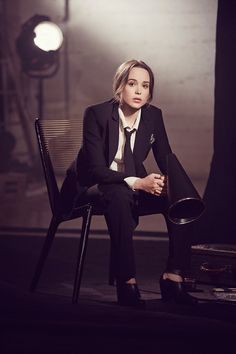 Ellen Page - Olivia Malone Photoshoot for The Hollywood Reporter May 2014 What attracted me to this photo was the combination of old and new. The light in the background works well as both a backlight and a prop for the set. There also seems to be a light modified by possibly a softbox at the top right hand side.