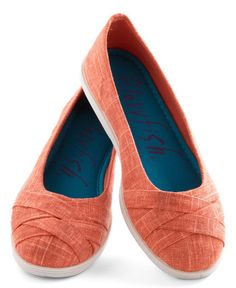 cute flats in #coral  http://rstyle.me/n/ebmknpdpe