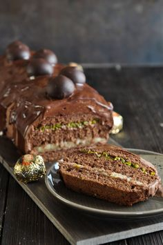 Date and nut cake - HQ Recipes Sweet Recipes, Cake Recipes, Egg Recipes For Breakfast, Baking Cupcakes, Food Cakes, Food Cravings, Chocolate Peanut Butter, Christmas Baking, Cake Cookies