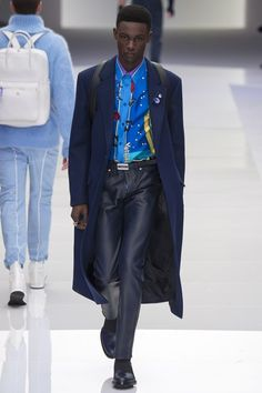 Milan fashion week  Versace winter- autumn collection  Men - menswear - fashion - trends - runway - Lfw - Nyfw - style - homme - couture - moda - masculina - men's - fashionista - trending - black - white - shoes - coat - pants - blue - red - suit - sketchers - galactic - Galaxy