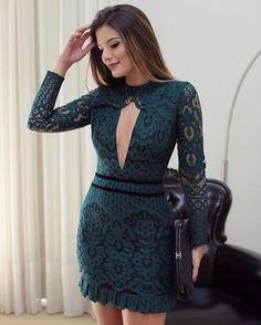 O tom de verde mais lindo do inverno! ♥️ Vestido de renda @unicas_store ♥️