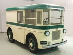 1931 Twin Coach Bus - Twin Coach was a Fageol company that primarily turned out buses, but for a few years built smaller delivery trucks, both gasoline-powered and battery-driven, before selling that enterprise off to Continental-Divco.