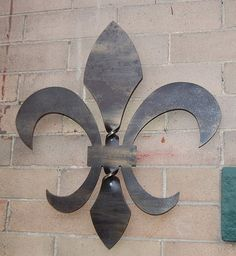Beautiful twisted steel fleur de lis- wall hanging sculpture