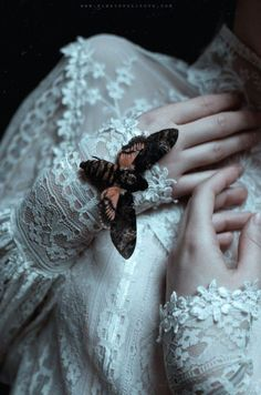 New Dark Art Beautiful Gothic Ideas Gothic Aesthetic, Witch Aesthetic, Aesthetic Photo, Crying Aesthetic, Aesthetic Light, Aesthetic Outfit, Aesthetic Vintage, Aesthetic Clothes, Arte Obscura