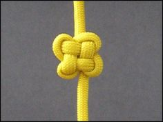 This Chinese Cloverleaf Knot can come in useful for many paracord projects. I normally dislike video tutes but this is a good one. Paracord Knots, Rope Knots, Jewelry Knots, Macrame Jewelry, Scout Knots, Decorative Knots, Do It Yourself Baby, Paracord Projects, Paracord Ideas