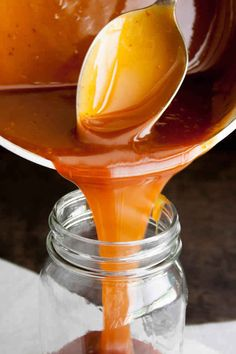 10 Minute Buttermilk Caramel Sauce Round This rich, buttery caramel sauce comes together in minutes. Round 2 has been updated with step by step photos. Dessert Sauces, Dessert Recipes, Granola, Buttermilk Recipes, Caramel Recipes, Sweet Sauce, Nutrition, Just Desserts, Sweet Treats
