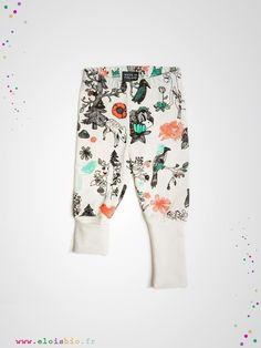 Leggings thème « Enchanted Forest », pour fille et garçon, il se coordonnera sans difficulté avec les vêtements de votre enfant.