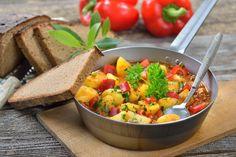 Vegetarisches Gulasch mit Kartoffeln und Paprika