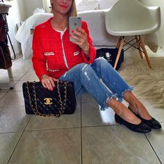 Go boulot pour moi !passez un excellent mercredi les copines , je vous embrasse ❤️❤️❤️ vest new coll #chanellike #zara #zarabasic jeans old #zaraaddict shoes #chanel #chanelflats bag #chaneltimeless #chanelvintage #pic #picture #ootd #outfit #outfitoftheday #fashion #fashionista #fashionlover #fashiondiaries #fashionaddict #igers #my #mylook #mystyle #instamood #instalook #instafashion #lookoftheday #tenuedujour #parisian #whatiwore #bestoftheday