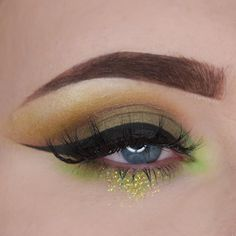 """306 Likes, 17 Comments - 👩🏻 CATHERINE 🔮 (@cathrinxo) on Instagram: """"St Patrick's Day glam for you all 🍀✨ @anastasiabeverlyhills #DipBrow in Chocolate and Medium Brow…"""""""