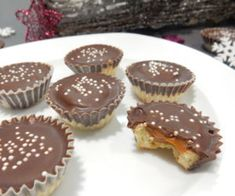 A great recipe for caramel cupcakes. Christmas Sweets, Christmas Baking, Diy Food Gifts, Caramel Cupcakes, Czech Recipes, Types Of Cakes, Caramel Recipes, Desert Recipes, Great Recipes