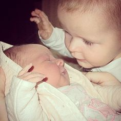 Enzo met zijn kleine zusje Maelys