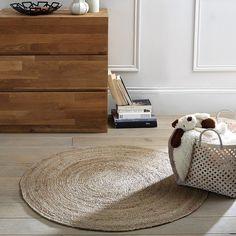 Aftas circular jute rug. Go for the jute trend with this 100% natural Aftas rug.Features 100% genuine jute, 2000 g/m².Size Diameter: 100 cm