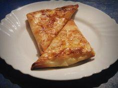 Banitza (Banitsa) - A Bulgarian Traditional Homemade Pie-like Filo Pastry Recipe With Great Possibility For Variation Filo Pastry, Homemade Pie, Pastry Recipes, Grubs, Bulgarian, Triangles, Food To Make, Pizza, Vegetarian