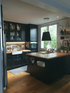 Nouveau Ikea Placard Sur Mesure – Keep up with the times. Black Ikea Kitchen, Black Kitchens, Cool Kitchens, Kitchen Furniture, Kitchen Dining, Kitchen Decor, Industrial Kitchen Design, Interior Design Kitchen, Les Bons Coins