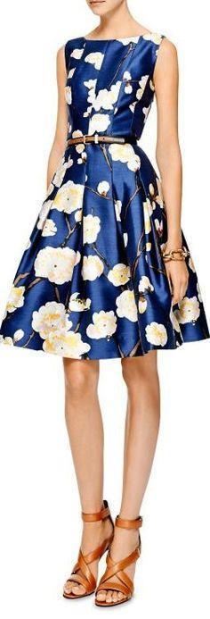 Floral-Print Silk-Blend Dress by Oscar de la Renta - Moda Operandi Blue Pretty Outfits, Pretty Dresses, Beautiful Dresses, Floral Fashion, Fashion Dresses, Fashion Design, Style Fashion, Fashion Trends, Mode Chic