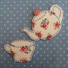 Shabby Chic Fridge Magnet, Cath Kidston Fabric, Teapot / Teacup, Gift - Fabric Crafts To Sell Felt Crafts, Fabric Crafts, Sewing Crafts, Sewing Projects, Applique Patterns, Applique Designs, Quilt Patterns, Applique Templates Free, Hand Applique