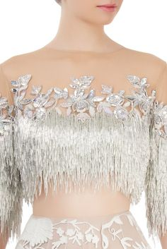 Off-white skirt with silver fringed blouse You are in the right place about Avondjurk rood Here w. Indian Designer Outfits, Designer Dresses, Lehnga Dress, Stylish Blouse Design, Blouse Neck Designs, Ballroom Dress, Dance Dresses, Look Fashion, Fashion Dresses