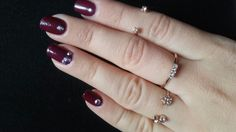 burgundi nails