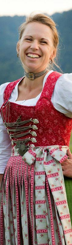 Trachtenschneiderei Anna Haibel  Pürstling 2  83727 Schliersee  haibel.anna@gmail.com  Tel: 0176/411 64 577