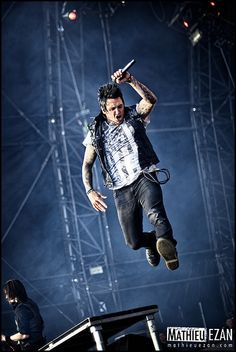 Jacoby can fly! Jacoby Shaddix, Papa Roach, Roaches, Rock Stars, Music Stuff, News Songs, Sexy Men, Singers, Swag
