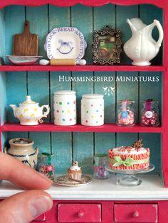 ••  Navidad Magdalena 'Corazón' Candy escala por HummingbirdMiniature.  Mide .7 cm de ancho el cup cake