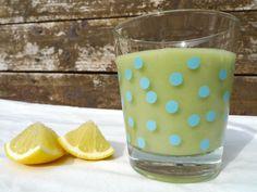 Een zomerse smoothie vol druiven, appel en avocado. Een lactosevrije variant met rijstmelk!    http://degezondekok.nl