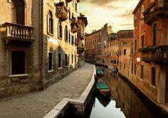 Why I Went on a Blindfolded Tour of Venice - Condé Nast Traveler
