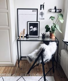 "885 gilla-markeringar, 13 kommentarer - ⠀⠀⠀⠀⠀⠀⠀⠀⠀⠀⠀Rebecca Fredriksson (@homebyrebfre) på Instagram: ""mini office by @homebyrebfre ✨ check out my latest picture on @rebfre for a personal discount code…"""