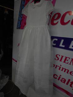 Los vestidos de primera comunión, cual los de novia no tienen Moda, cada uno de ellos tiene estilo ¡ elegancia¡ emoción¡