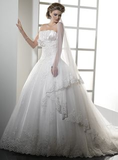 Natural waist chapel train sleeveless tulle elegant bridal gown
