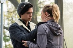 """Riverdale -- """"Chapter Six: Faster, Pussycats!"""" -- Image Number: -- Pictured (L-R): Cole Sprouse as Jughead Jones and Lili Reinhart as Betty Cooper -- Photo: Dean Buscher/The CW -- © 2017 The CW Network. All Rights Reservepn Memes Riverdale, Riverdale Season 1, Riverdale Archie, Bughead Riverdale, Riverdale Netflix, Riverdale Poster, Watch Riverdale, Sprouse Cole, Sprouse Bros"""