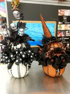 Here are some of the MOST BOO-tiful DIY Halloween Centerpiece Ideas that will make your Halloween tablescape look scarily stunning. Halloween Table Decorations, Halloween Party Themes, Halloween Projects, Halloween 2019, Holidays Halloween, Spooky Halloween, Halloween Pumpkins, Happy Halloween, Halloween Wreaths