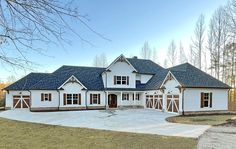 Craftsman Farmhouse, Craftsman Style House Plans, Modern Farmhouse Plans, Farmhouse Style, Courtyard Entry, Mountain House Plans, Best House Plans, In Law Suite, Building A House