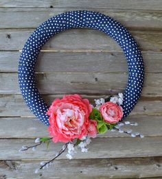 I do love a great, simple, springy wreath for the front door. So I have a DIY Simple Spring Wreath for you to view and (hopefully!) make.
