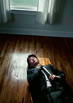 Either this is supposed to be an artsy pose or Steven Yeun is choking on the ground. Steve Yeun, Glenn Y Maggie, Glenn Rhee, Walker Stalker, Jon Bernthal, My Past Life, Korean Celebrities, Korean Actors, Gorgeous Men