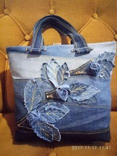 Latest Photos ДЖИНСА Concepts I enjoy Jeans ! And even more I want to sew my very own Jeans. Next Jeans Sew Along I'm likely t Diy Sac, Jeans Fabric, Denim Crafts, Recycled Denim, Patchwork Bags, Fabric Bags, Fabric Handbags, Handmade Bags, Handmade Leather