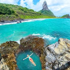How amazing is this ✨✨ Praia do Cachorro, Fernando De Noronha - Brazil. Picture by ✨✨@LesleyAnneMurphy✨✨