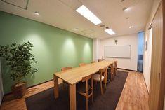 淡いグリーンの壁が映える銀座のオフィス オフィスデザイン事例 デザイナーズオフィスのヴィス