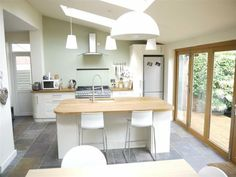 I'd like the house that this kitchen belongs to VELUX pine finish centre pivot roof windows match the wooden trim of this kitchen extension. We recommend a centre pivot design with laminated glass. Should the pane smash, you'll be safe from falling glass. Small Kitchen Diner, Kitchen Family Rooms, Open Plan Kitchen, Kitchen Living, New Kitchen, Kitchen Paint, Kitchen Extension Layout, Kitchen Extension With Velux Windows, Kitchen Extension Lighting