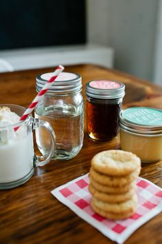 DIY Holiday Gift: Homemade Syrups via Honesttonod.com