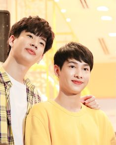 "OFF-GUN Support NPP.PN on Instagram: ""Love 💛29.11.18 #LoccitaneTH #OffGun #ป่าปี๊ไม่ได้หล่อขนาดนั้น #OffJumpol #GunATp #กันอรรถพันธ์น่ารักกว่าที่คิด #กันอรรถพันธ์ #ออฟกัน…"" Trauma, Theory Of Love, Asian Love, Thai Drama, Boys Over Flowers, Best Couple, Pretty Boys, Boy Bands, How To Look Better"