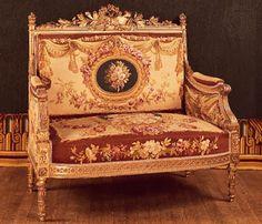 sofá de dos plazas francés (causeuse), que forma parte de un conjunto de salón