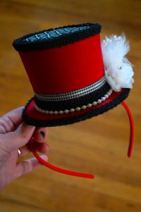 Steeple Chase = Quick tutorial on how to make a mini top hat.and an entertaining read:) Made my night! Mad Hatter Hats, Mad Hatter Tea, Mad Hatter Costumes, Mad Hatters, Diy Headband, Headbands, Crown Headband, Ringmaster Costume, Circus Costume