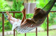 Want to clear your mind and set yourself up for a day of excellence? Try these fast 5-minute techniques to zen out and develop a calm, clear mindset! Summer Books, Summer Reading Lists, Beach Reading, Retirement Advice, Early Retirement, Shakespeare Frases, William Shakespeare, Yoga Books, Life Changing Books