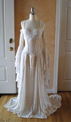 Medieval or Renaissance Wedding Gown Vintage Dresses, Vintage Outfits, Vintage Fashion, Vintage Corset, Fantasy Wedding, Pagan Wedding, Irish Wedding, Gothic Wedding, Medieval Dress