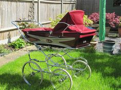VINTAGE 1970'S SILVER CROSS SUPER BERKELEY COACHBUILT PRAM    There seemed to be so much to find. http://www.geojono.com/