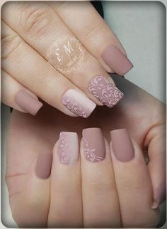 With spring nails, put an end to your gloomy winter days. It is time to try on some neutral spring colors and for ideas; here are some spring nail designs. Nude Nails, Nail Manicure, Pink Nails, Matte Nails, Acrylic Nails, Gel Nails, Nail Deco, Bridal Nail Art, Wedding Nails Design